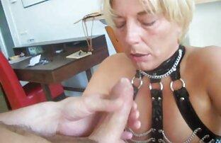 Judy chơi với ngực trên cam trong xlxx hàn quốc trò chuyện.